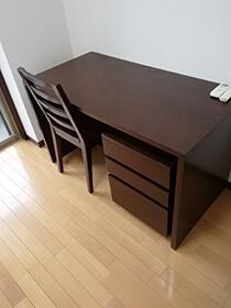 机・椅子・キャビネット